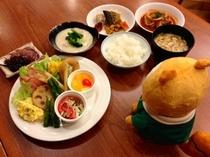 朝食は和洋バイキング。特にオススメはオニオンリングです!