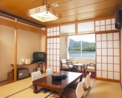 湖側★ 東館10畳和室