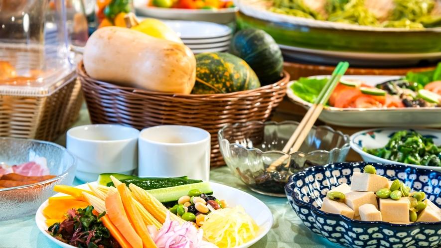 信州の美味しい野菜をたっぷりとどうぞ!朝食バイキングでは地物お野菜各種ご用意しております。