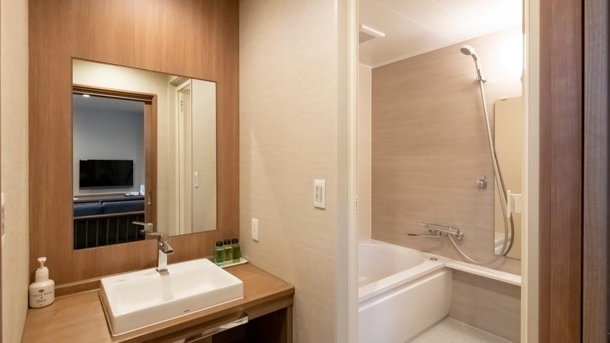 【森のやすらぎ】バストイレはセパレート。デラックスツインルーム