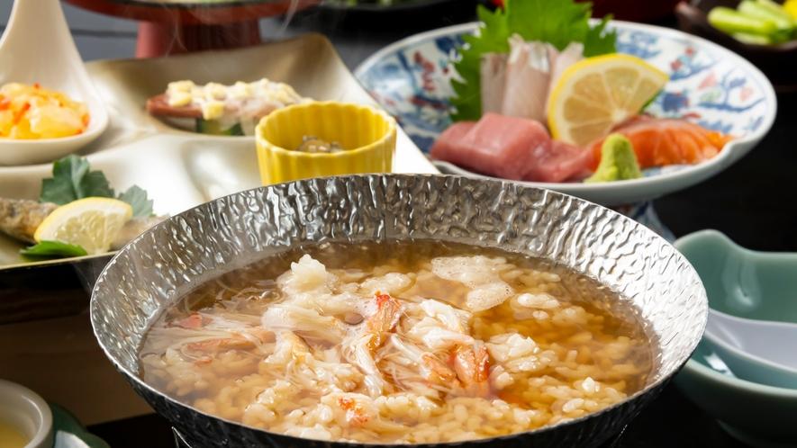 最後の〆には旨味のたっぷり蟹の出汁を雑炊に。熱々をお召し上がりください!