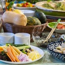 信州の美味しい野菜をたっぷりとどうぞ!バイキングでは地物お野菜各種ご用意しております。