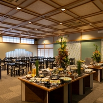 レストランが新しくリニューアル!開放感ある明るい空間。