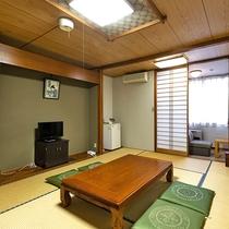 旧館桂館和室。1.2階のお部屋です。新しくはありませんがトイレ付で快適。リーズナブルなお部屋です。