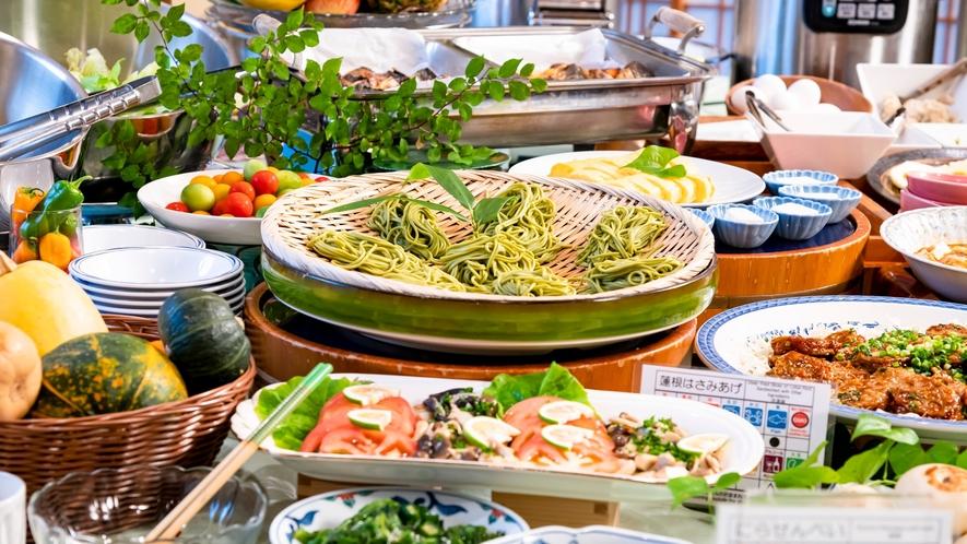 季節毎に内容も様々、種類も豊富な和洋中朝食バイキング。ヘルシーな献立が人気です。