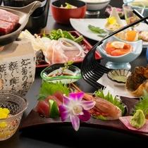 季節替わりの会席料理で、夕食のひとときも和気あいあい。