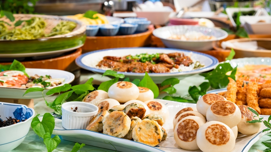 名物「おやき」等ご当地ならではのお料理もお楽しみください。朝食バイキング