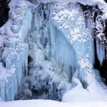 全面凍結の善五郎の滝