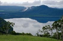 硫黄山と屈斜路湖