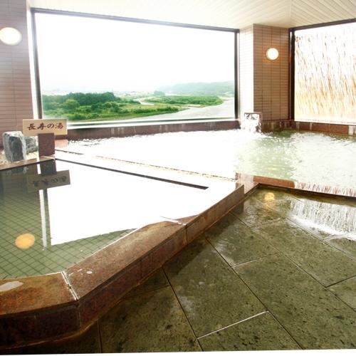 天竜川を望む女性大浴場窓も大きく広々と開放感がいっぱい