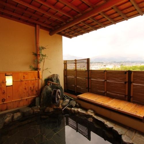 露天風呂からは、天竜川はもちろん、飯田の夜景がご覧いただけます。