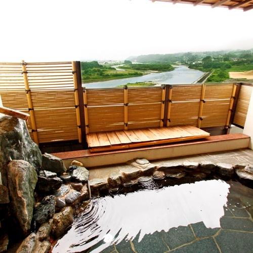 男性露天風呂・・・天竜川や飯田市街地の夜景もご覧いただけます