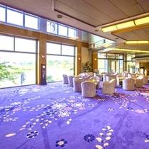 ■ロビー 美しい紫の絨毯