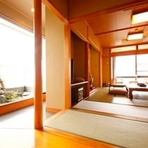 ■二間の居室の間の広い踏込には坪庭も