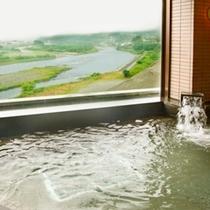 ■男性大浴場・大きな窓からの天竜川の眺め