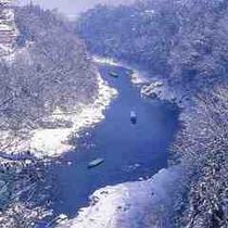 ■雪の我流峡・冬は見事な雪景色の中のライン下り
