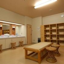 ■広く清潔な大浴場脱衣場