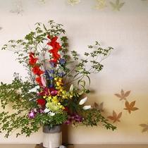 ■「花薫る宿」・・・にふさわしく、館内随所にあるお花のアレンジで皆さまをお出迎え