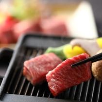 【彩の料理 一例】目の前の鉄板でジュワ~お好みの焼き加減でどうぞ
