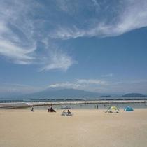 海にも近し伊豆長岡♪白い砂浜、正面には富士山!オススメ!!らららサンビーチ♪