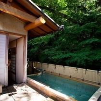 【露天 宝山の湯】木々から溢れる清々しい風が心地よい温泉