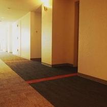 ホテル内廊下