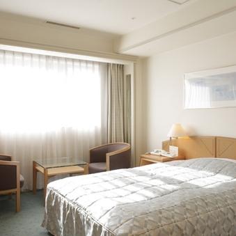 [本館]セミダブル【喫煙】◆22平米◆ベッド幅140センチ