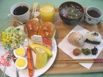 人気の無料朝食♪セルフサービスで部屋食もOKです!朝6時~9時まで。