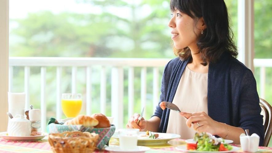 ■朝食 景色を見ながらのんびりと