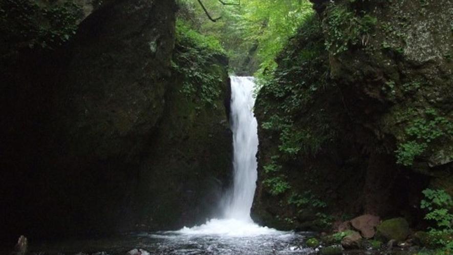 晩夏の竜返しの滝