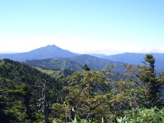 朝食はお弁当で、夜明けと共に山へGo!フィッシング・トレッキングサービスプラン