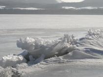 冬、屈斜路湖の御神渡り