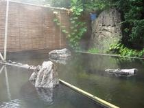 夏の露天風呂(女性用)