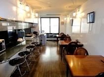 1階:ちょっとしたカフェを思わせる食堂です(*^_^*)