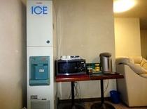 1階には無料製氷機がございます。