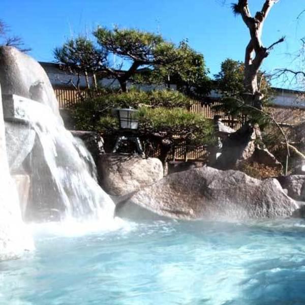 滾々で湧き出る温泉