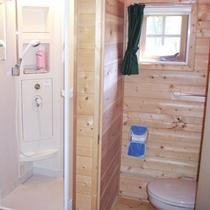 【山小屋の室内一例】シャワー室、トイレ完備