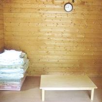【山小屋の室内一例】木のぬくもりを感じながらお寛ぎ下さい