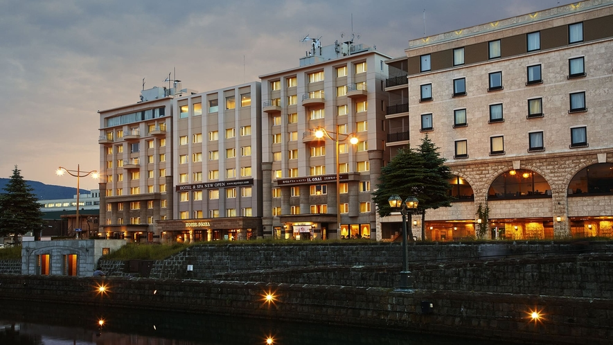 【夜】ホテル外観(中央橋)