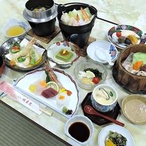 【お料理】山や海の幸をふんだんに盛り込んだ和会席料理