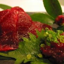 能登町名産郷土料理でもある鯨料理。刺身は超美味です。