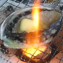 活アワビの踊り焼き!!日本海で採れたアワビを活きたまま豪快にお召し上がってください。
