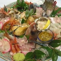 新鮮朝採れ、海の幸の豪華饗宴。地元漁港で水揚げされるお魚はプリップリ!