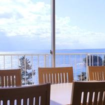 高台から日本海を一望するレストラン