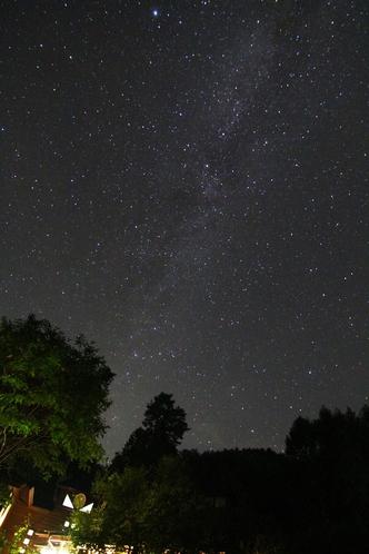 施設付近の星空