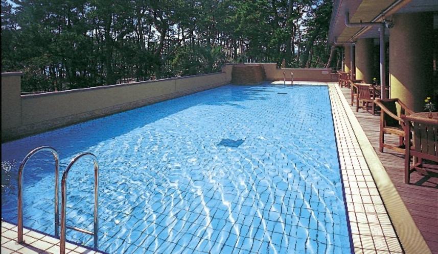 夏期(例年海の日~8月末頃)のみオープンのプールです