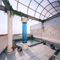 露天風呂(男)空の下での入浴は開放感たっぷり!