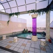 露天風呂(女性)空の下での入浴は開放感たっぷり!