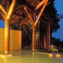【温泉】十和田湖西湖畔唯一の源泉100%かけ流し露天風呂(夜)