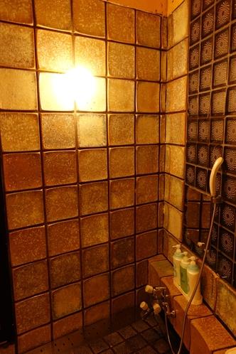 <お風呂一階2:今は製造していない綺麗な陶板タイル>